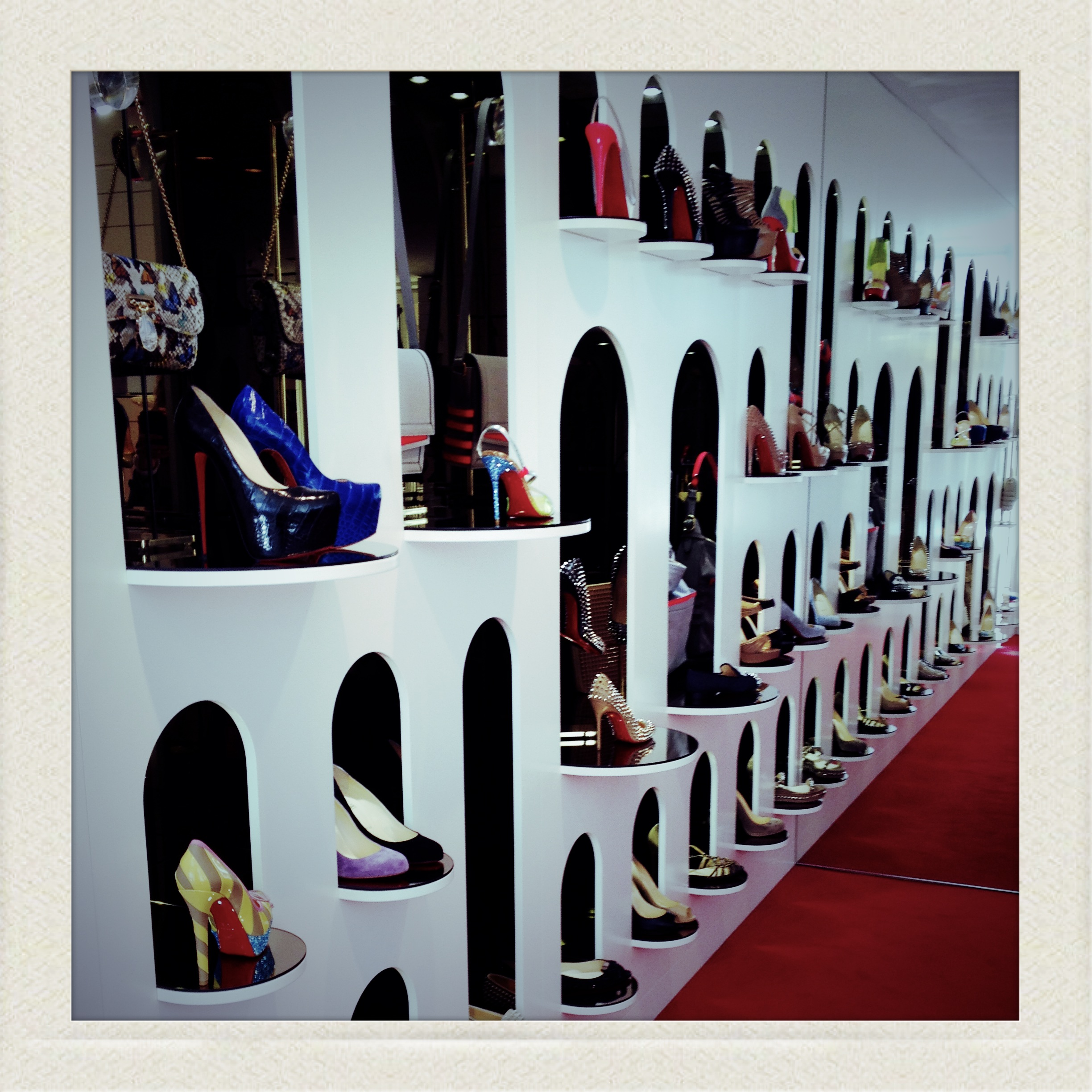 louboutin occasion geneve