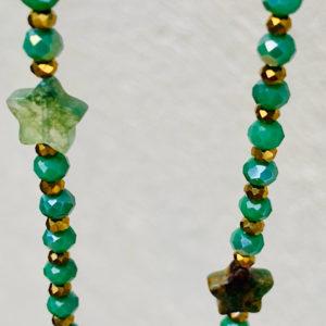 sautoir Eliaz en perles à facette de couleur verte