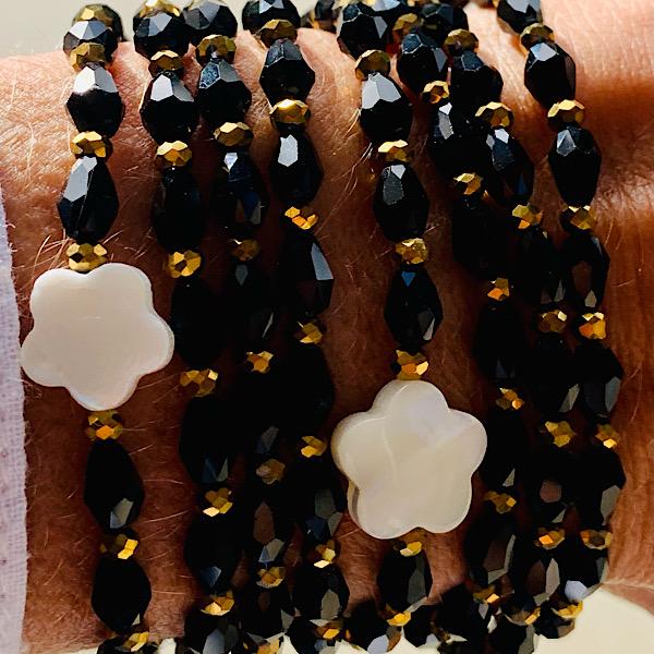 Sautoir Fausto en perles de riz noir et fleur de nacre