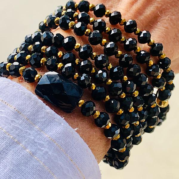 Sautoir Vahé en perles à facettes noires