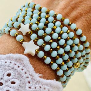 Sautoir Eliot en perles à facettes de couleur bleu ciel