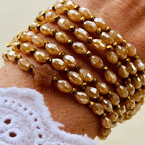 Sautoir Eya en perles de riz à facettes et étoiles en agate indienne