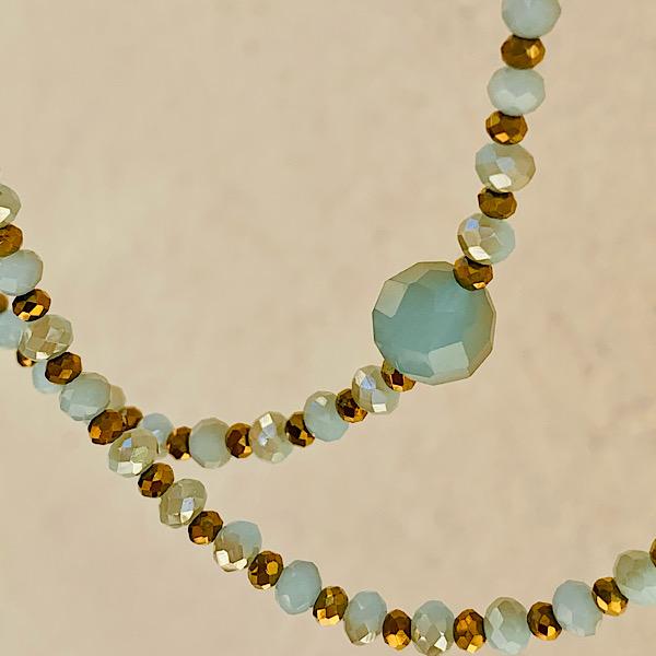 Sautoir Vita en perles à facettes bleu ciel