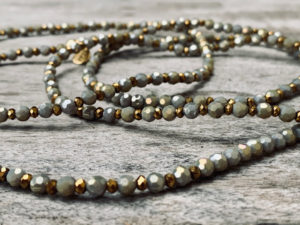 Sautoir Eden en perles à facettes gris