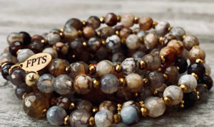 Sautoir ALIN en perles d'agate naturelle dans les tons beige