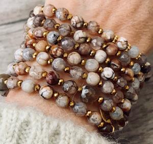 Sautoir ALIN en perles naturelles dans les tons beige et marron